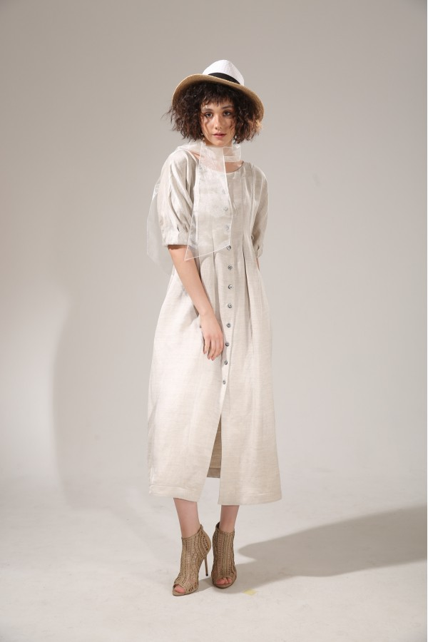 Dress linen with buttons