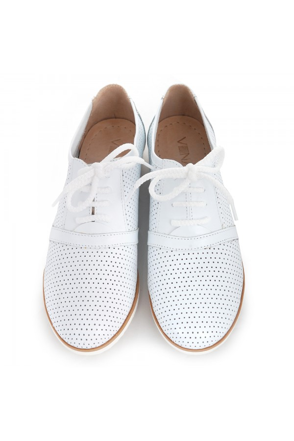 Woman shoes white